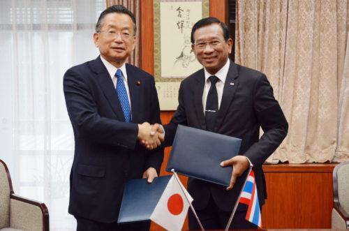 พลเอกฉัตรชัย  สาริกัลยะ กับนายยูจิ ยามาโมโต้ หารือัฒนาขีดความสามารถด้านการเกษตรของสองประเทศ
