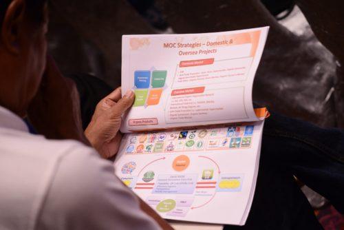 """ผู้ร่วมงานให้ความสนใจ ต่อหัวข้อเสวนา """"ยุทธศาสตร์สินค้าเกษตรอินทรีย์ของไทยและแนวทางการขับเคลื่อน"""""""