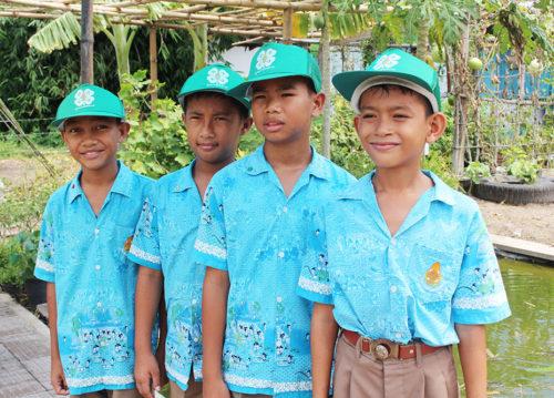 เด็กๆ สมาชิกกลุ่มยุวเกษตรกร โรงเรียนบ้านห้วยยาง