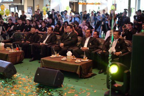 ดร.ธีธัช สุขสะอาด ผู้ว่าการการยางแห่งประเทศไทย ประธานในการแถลงข่าว