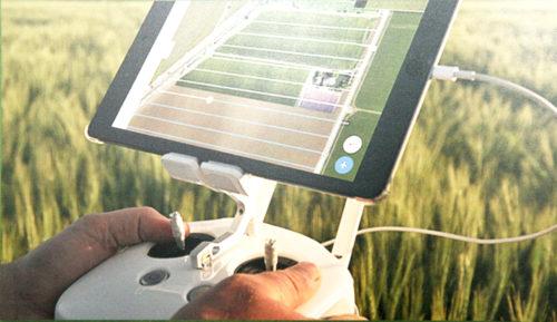 รีโมทควบคุมโดรนเพื่อการเกษตรโดยใช้ Tablet เป็นจอมอนิเตอร์