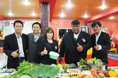 ตัวแทนโครงการเกษตรหนึ่งใจฯ และพันธมิตร ร่วมชมสาธิตวิธีทำขนมจีนน้ำยาปักษ์ใต้