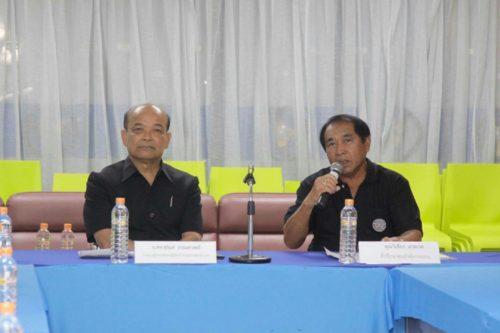 น.สพ.สุจินต์ ธรรศาสาตร์ ประธานผู้บริหารฝ่ายปฏิบัติการ สายธุรกิจสัตว์น้ำ ซีพีเอฟ (ซ้าย) คุณวิเชียร สาคเรศ ที่ปรึกษาศูนย์ฯคุ้งกระเบน (ขวา)