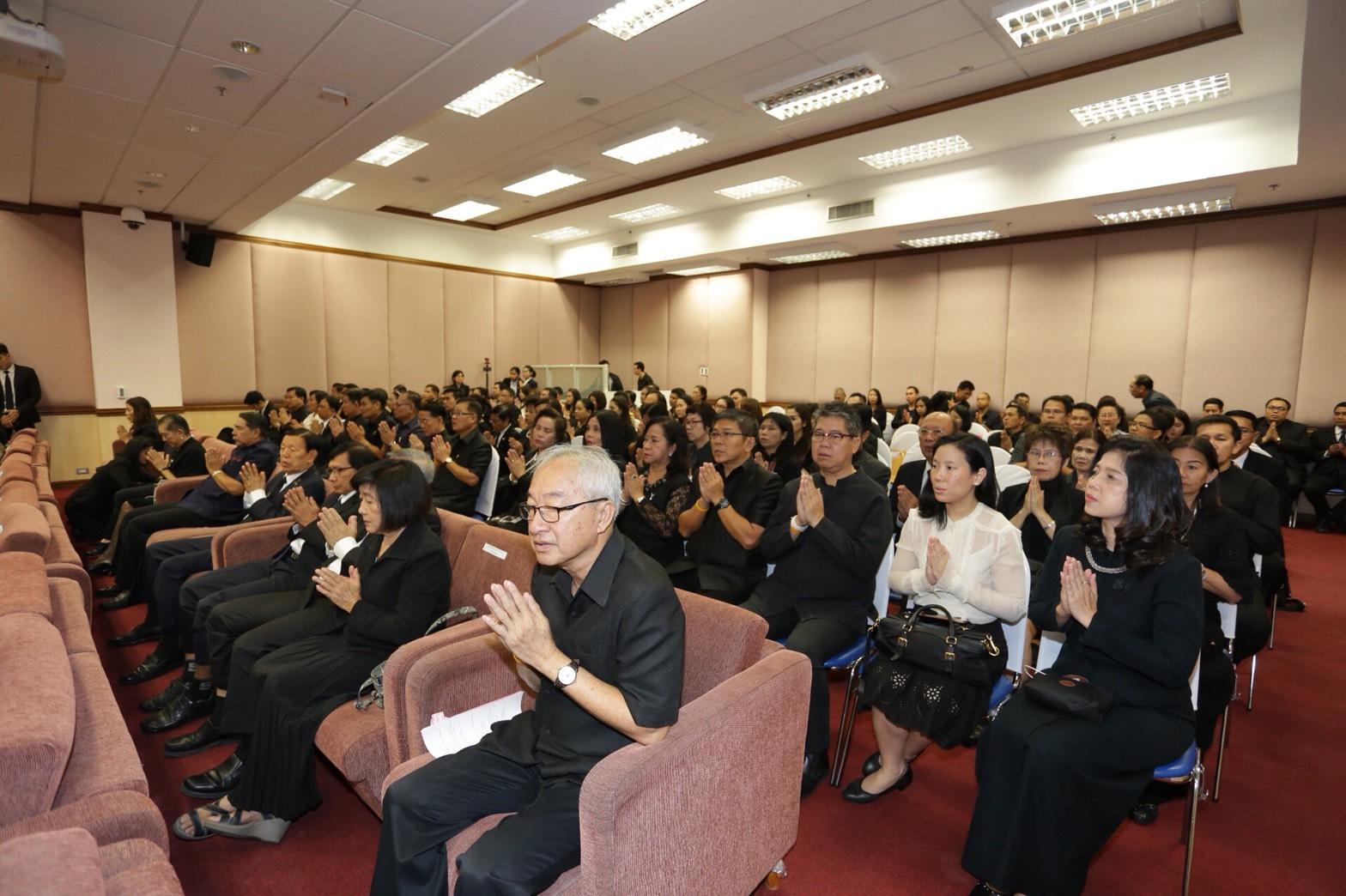 บรรยากาศผู้เข้าร่วมทำพิธีทางศาสนาในวันครบรอบ 55 ปี กรมการพัฒนาชุมชน