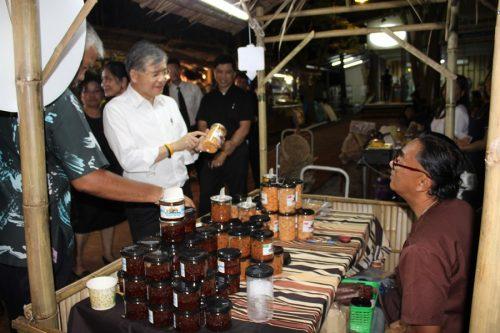 โครงการตลาดประชารัฐคนไทยยิ้มได้