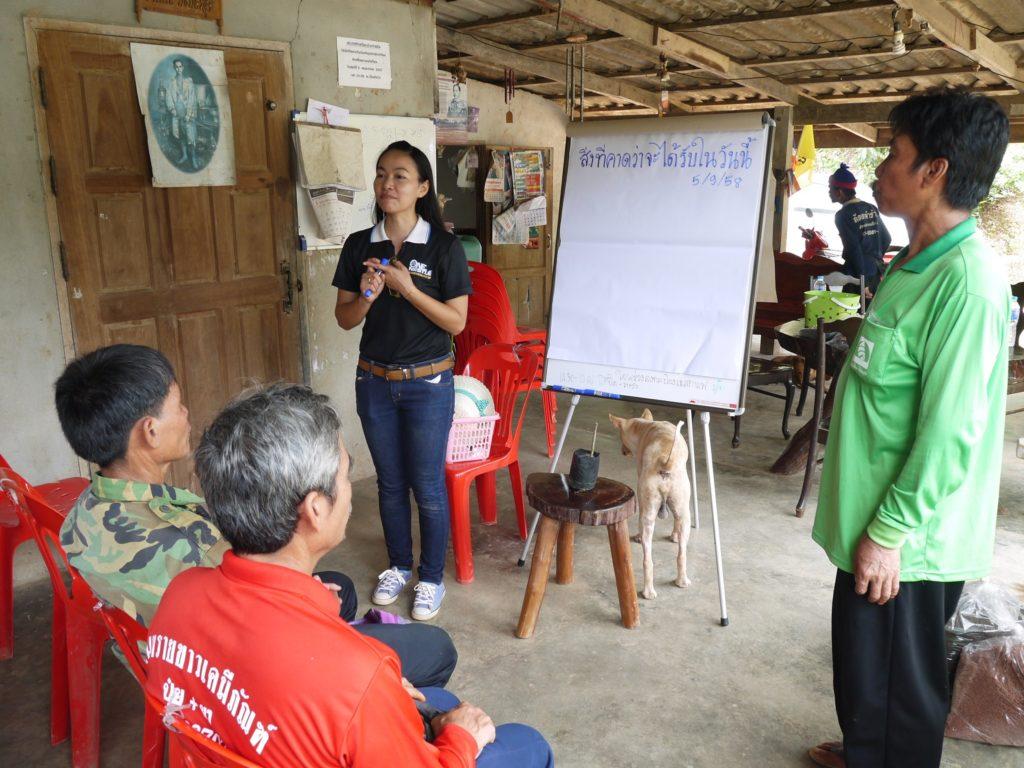 นักวิชาการเกษตรของเนสกาแฟให้คำแนะนำเกษตรกรชาวสวนกาแฟ Grown Respectfull 10
