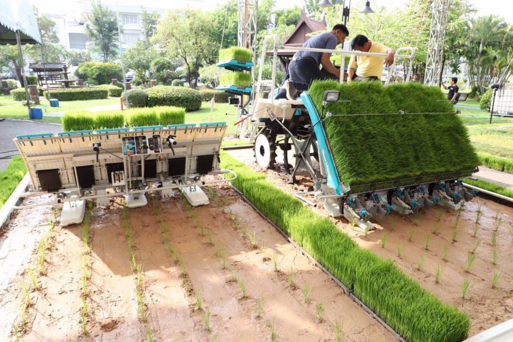 เกษตรจับมือภาคเอกชนนำนวัตกรรมเครื่องจักรกลมาใช้ลดต้นทุนการผลิต ยุคเกษตร 4.0
