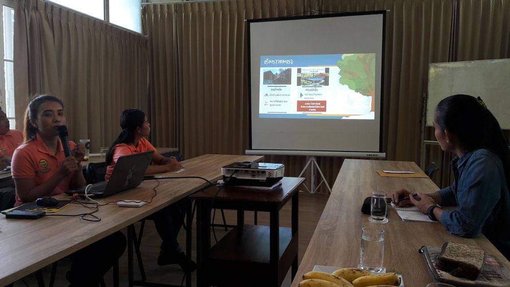 ห้องประชุม...(กำลังบรรยายแนวคิดของสวนละออ การ์เด้น)
