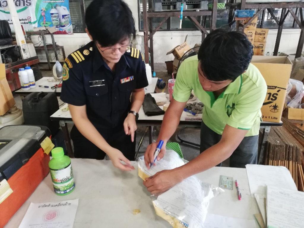 กรมวิชาการเกษตร บุกสถานประกอบการ กวาดสารชีวภัณฑ์ผิดกฏหมายหลอกขายเกษตรกร