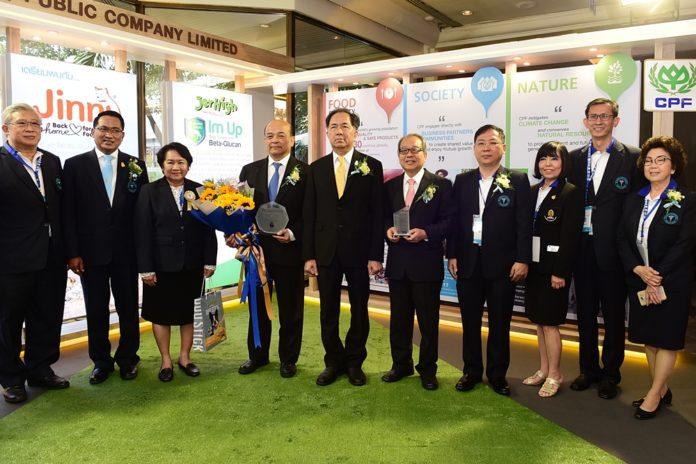 รมว.เกษตรฯ แสดงความยินดีผู้บริหารซีพีเอฟ รับรางวัลสัตวแพทย์ตัวอย่าง ปี 2561