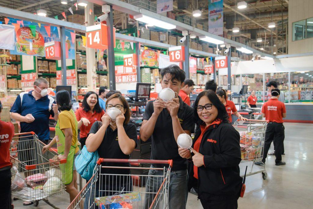 แม็คโคร ฮ่วมใจ๋ ต้านภัยฝุ่น แจกฟรี หน้ากากป้องกันฝุ่น PM 2.5 กว่า 10,000 ชิ้น