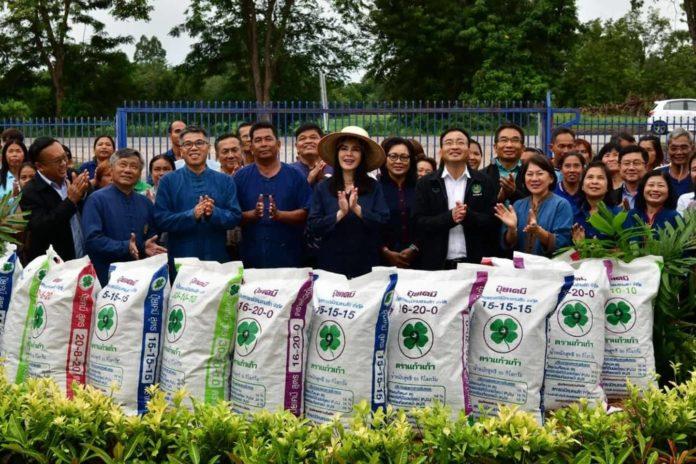 รมช.เกษตรฯ เปิดตลาดสินค้าเกษตรสหกรณ์นิคมลานสัก จำกัด