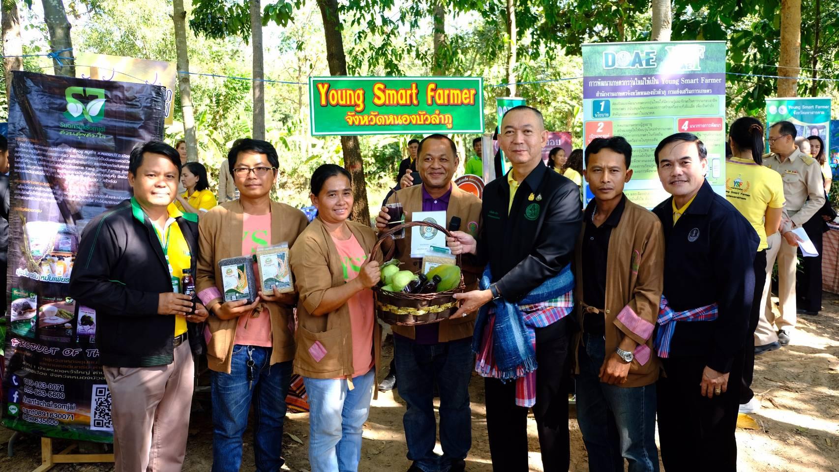 """""""เฉลิมชัย"""" ลงพื้นที่ จ.ขอนแก่น หนุนเกษตรกรรุ่นใหม่ YSF ใช้นวัตกรรม"""
