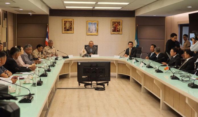 19 องค์กรเกษตรเอาจริง ยื่นค้านแบน 3 สารเคมีเกษตร หวั่นรัฐมนตรีกลับคำ เตรียมฟ้องศาลยุติธรรม