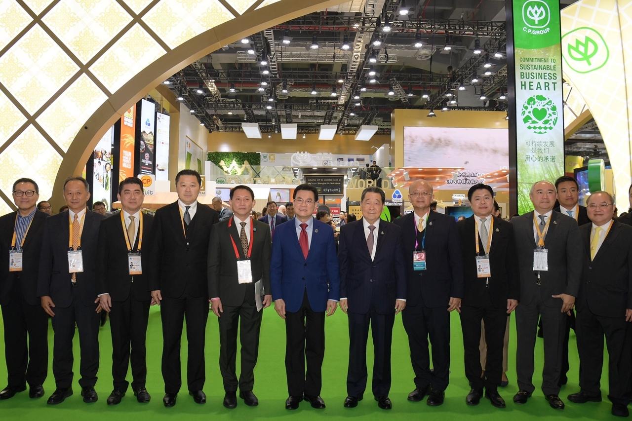 """""""จุรินทร์"""" นำทัพสินค้าไทย ร่วม CIIE2019 หวังเพิ่มการค้า ไทย-จีน  พร้อมเยี่ยมชม  CP-CPF จัดใหญ่ สมศักดิ์ศรี """"ครัวโลก"""""""