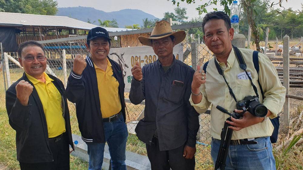 ทีมงานเกษตรก้าวไกล ได้มาติดตามรายงานข่าวการเลี้ยงแพะ และเข้าร่วมแถลงข่าวในครั้งนี้ด้วย