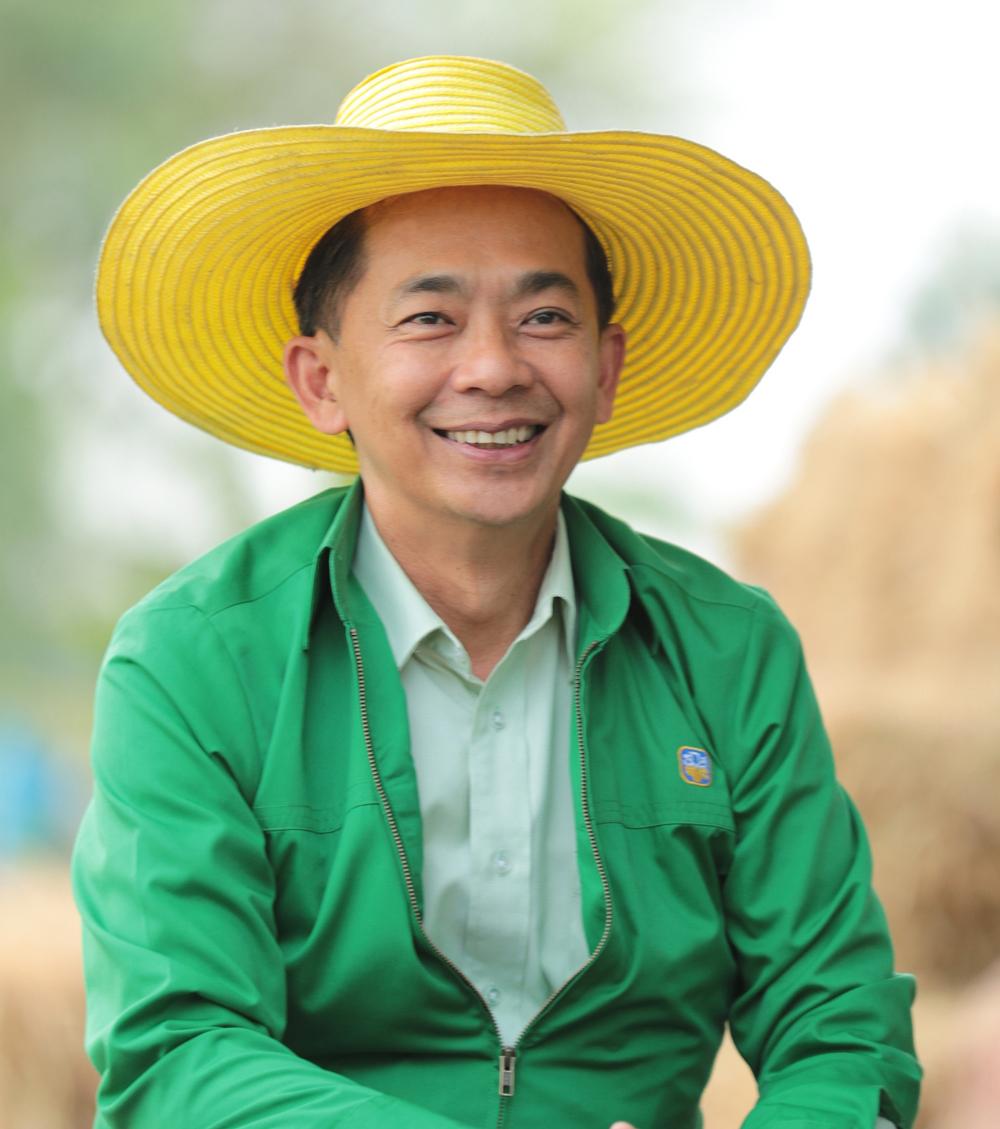 นายอภิรมย์ สุขประเสริฐ ผู้จัดการธนาคารเพื่อการเกษตรและสหกรณ์การเกษตร (ธ.ก.ส.)