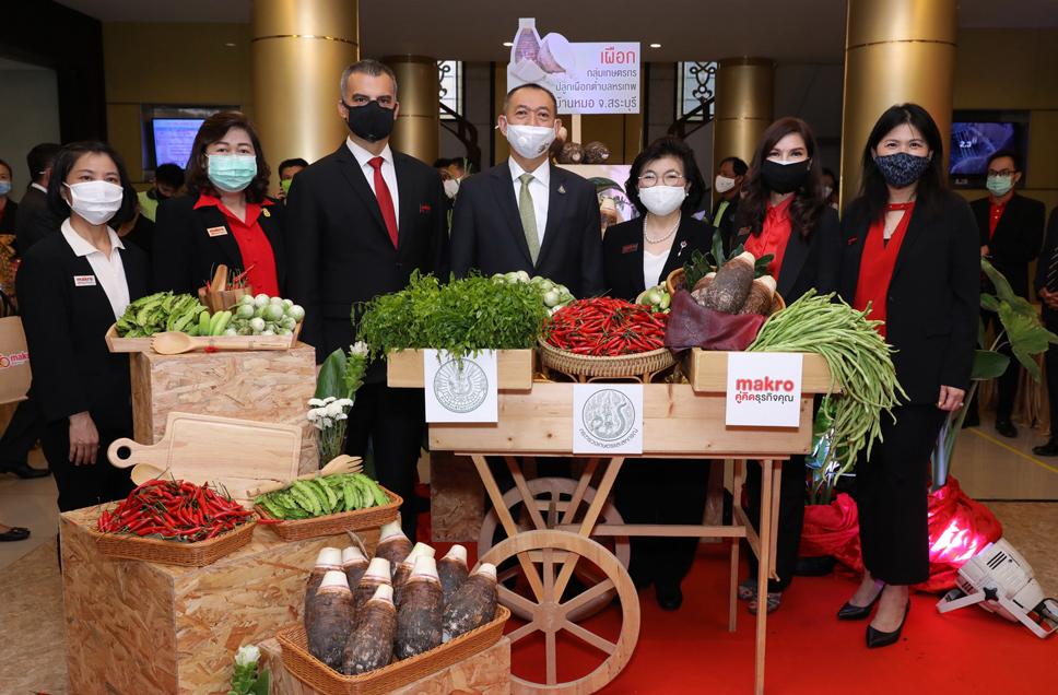 รัฐมนตรีว่าการกระทรวงเกษตรฯ ถ่ายภาพร่วมกับผู้บริหารสยามแม็คโคร