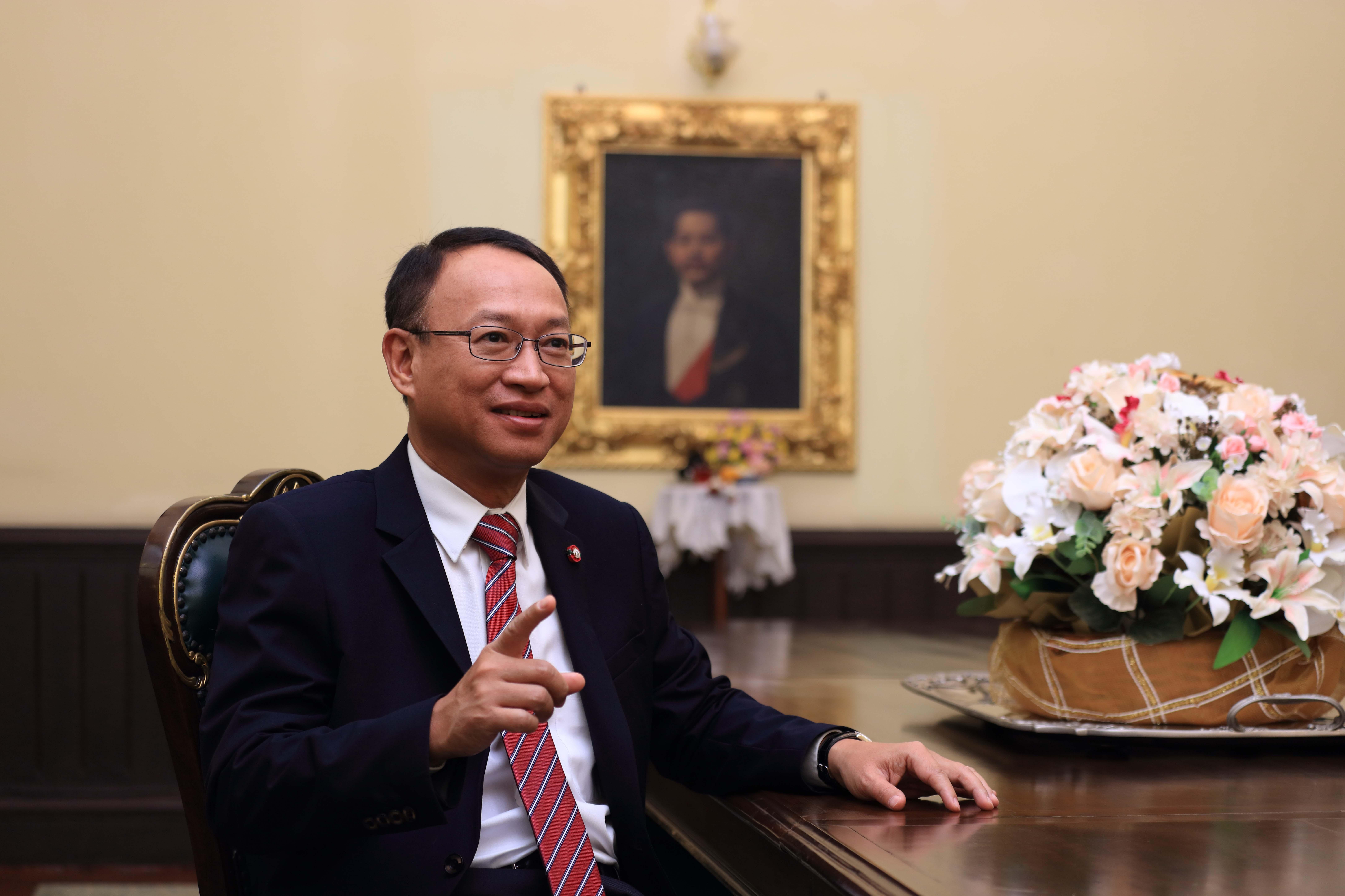 ศาสตราจารย์พิเศษ ดร.ทศพร ศิริสัมพันธ์ เลขาธิการสภาพัฒนาการเศรษฐกิจและสังคมแห่งชาติ
