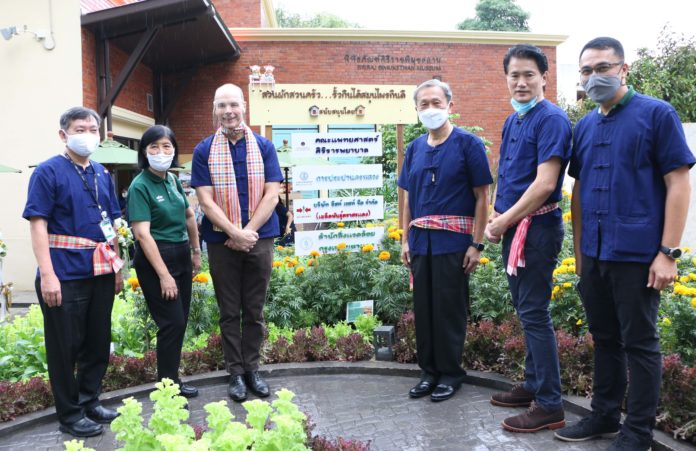 อีสท์ เวสท์ ซีด ร่วมกับโรงพยาบาลศิริราช เปิดโครงการผักสวนครัวรั้วกินได้......สมุนไพรกินดี ส่งต่อความสุขสู่คนเมือง