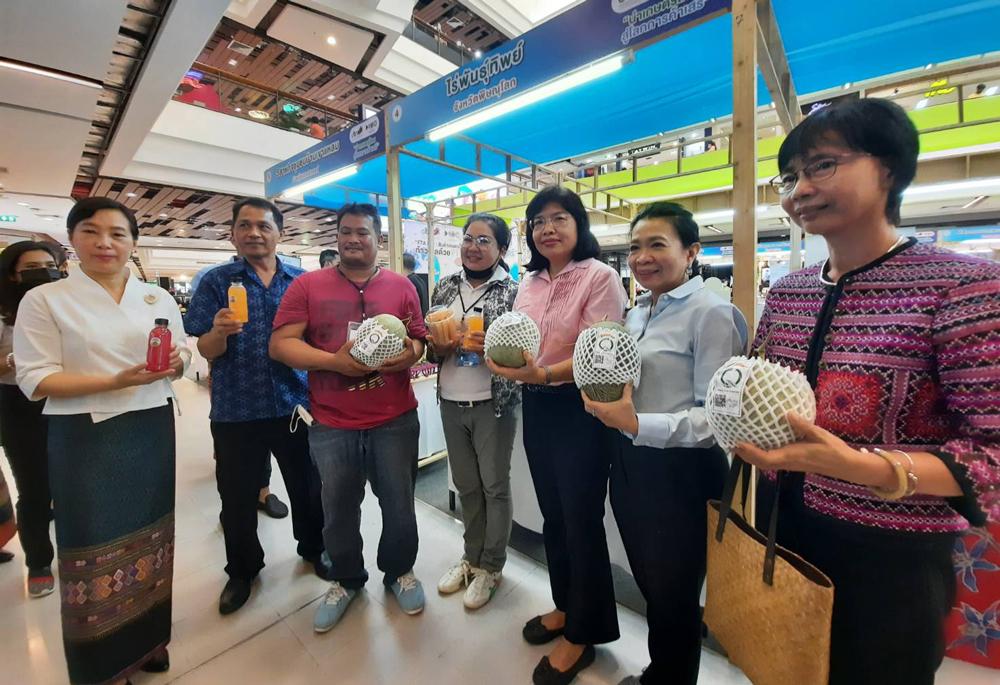"""คนร่วมงาน """"FTA Fair : สินค้าเกษตรไทย ก้าวไกลด้วย FTA"""" คึกคัก!"""