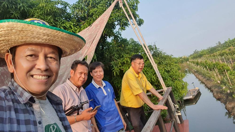 ที่สวนชมพู่เจริญสุข โดย คุณสมชาย เจริญสุข ย่านอำเภอบางแพ ราชบุรี