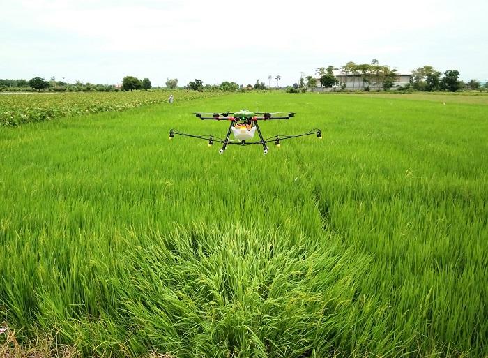 """เปิดอบรมโดรนเพื่อการเกษตร สู่การเป็น """"เกษตรอัจฉริยะ"""""""