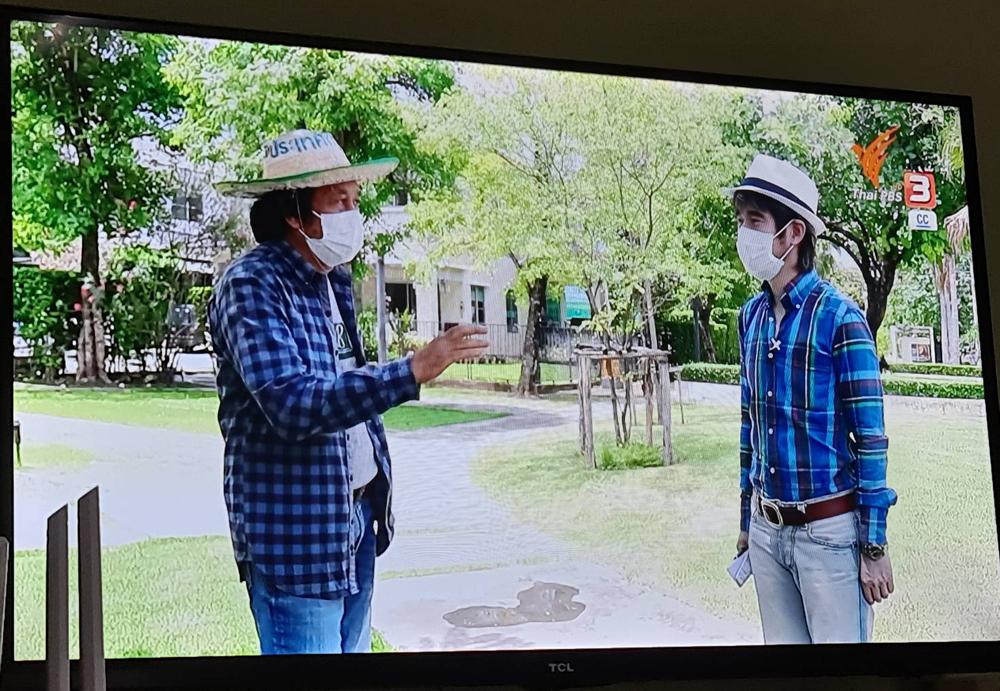"""คุณฟูจิมาสัมภาษณ์ผมในประเด็น """"เกษตรกรยูทูปเปอร์"""" (ภาพจาก จตุพล เกษตรก้าวไกล)"""