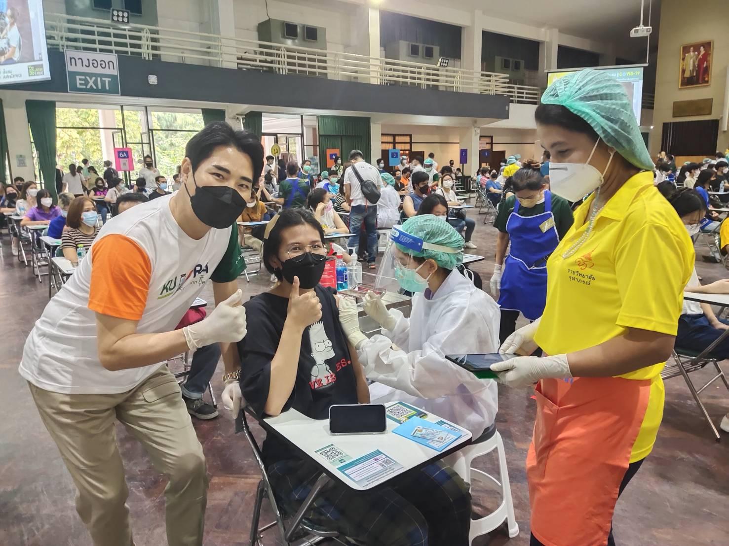 อาจารย์ดร.เช ยอง ซอก ม.เกษตรศาสตร์ ร่วมเป็นจิตอาสาและให้กำลังใจเจ้าหน้าที่ทีมแพทย์พยาบาลจิตอาสาที่ศูนย์บริการฉีดวัคซีน KU สู้ COVID-19